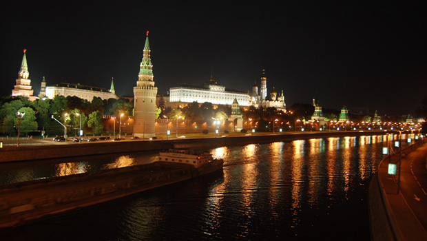Mosca, veduta notturna del Cremlino.